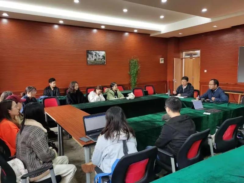 法学院开展学生工作座谈调研活动